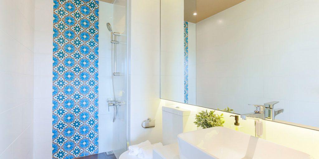 Nhà tắm Palm city với hàng nội thất cao cấp hiện đại.